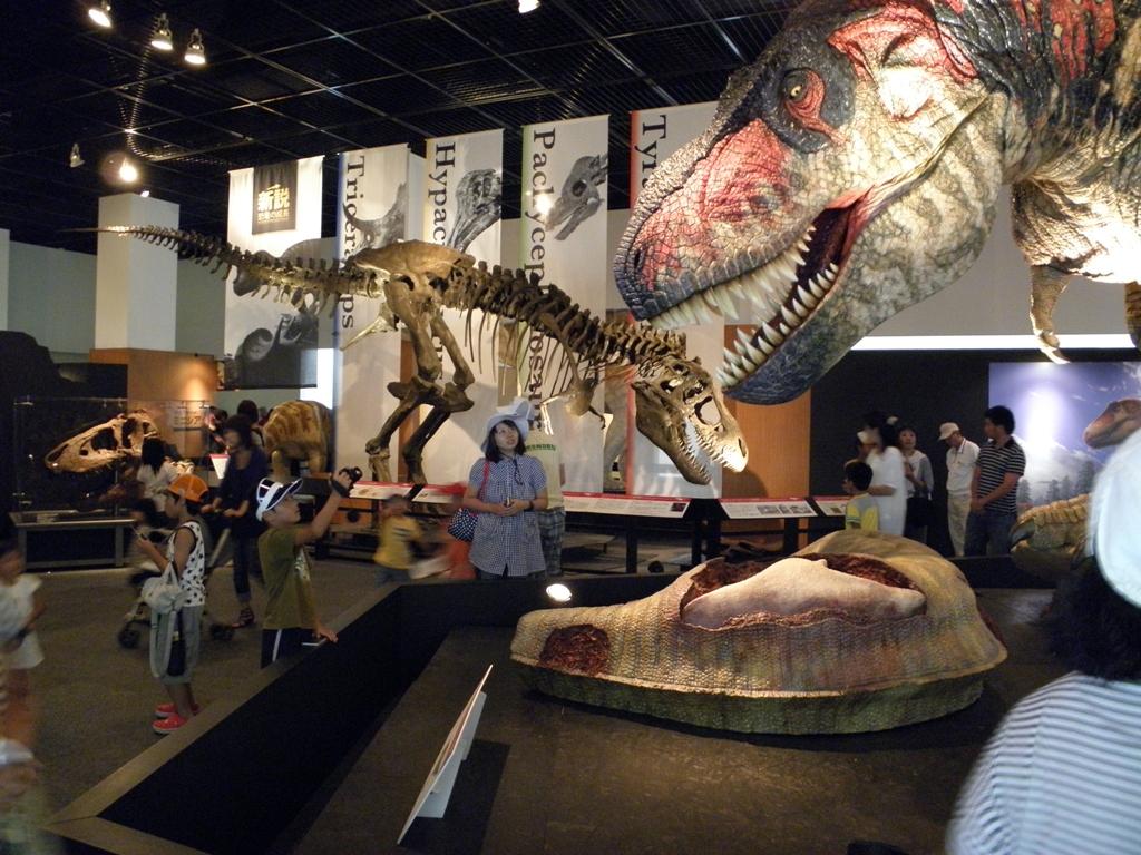 恐竜と西川知事_d0136506_21354721.jpg
