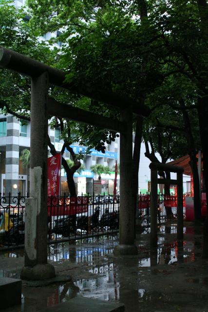 台北  残された鳥居_b0061717_4484098.jpg