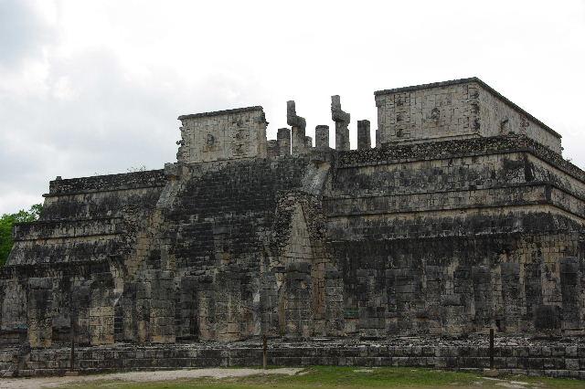 新チチェン・イツァ (4)  『千本柱の神殿』の戦士の神殿 _c0011649_0241884.jpg