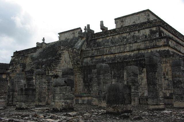 新チチェン・イツァ (4)  『千本柱の神殿』の戦士の神殿 _c0011649_027674.jpg