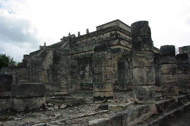 新チチェン・イツァ (4)  『千本柱の神殿』の戦士の神殿 _c0011649_029549.jpg