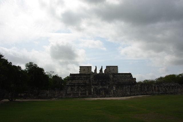 新チチェン・イツァ (4)  『千本柱の神殿』の戦士の神殿 _c0011649_0311484.jpg