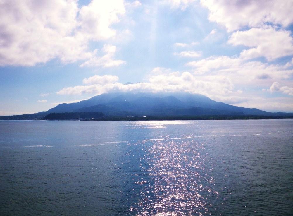 「硫黄島に行く」と言うと「東京の?」と勘違いされますが、「鹿児島の硫黄島... 8月12日 硫黄