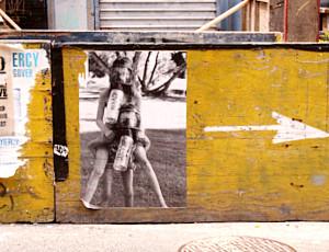 ニューヨークで目撃多数、謎のエビエアー(Eviair)ポスターは誰の仕業? _b0007805_92127100.jpg