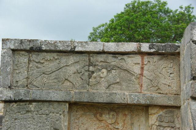 新チチェン・イツァ (7) ジャガーと鷹の台座と頭蓋骨の台座 _c0011649_9114963.jpg