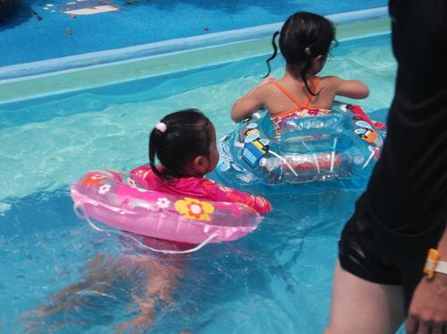 子どもの水遊び好き_e0123104_7272442.jpg