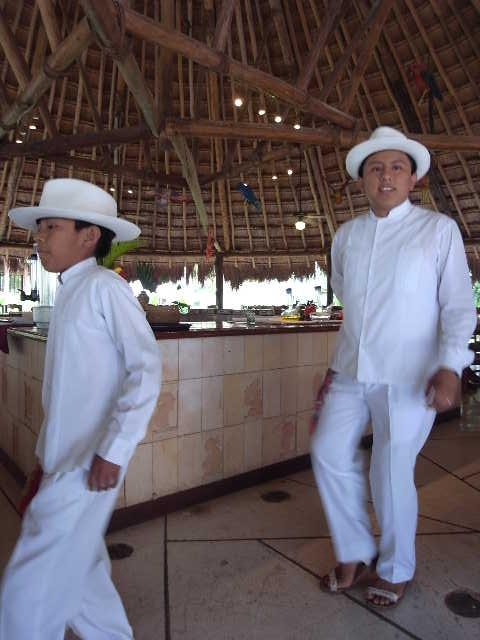 【メキシコ】 マヤ・ランドホテルへ戻り、休憩とランチ_c0011649_226567.jpg