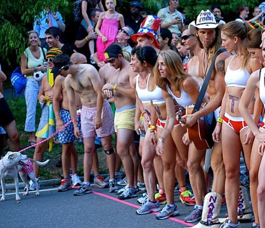 夏のニューヨーク恒例の下着マラソン大会、Jamaica Underwear Run_b0007805_22491626.jpg