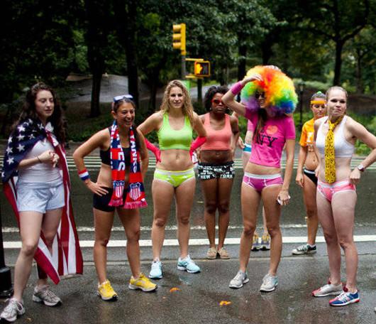 夏のニューヨーク恒例の下着マラソン大会、Jamaica Underwear Run_b0007805_22502429.jpg