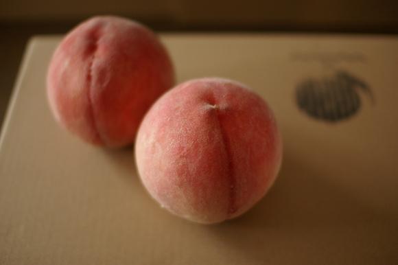 桃の季節 2011 桃豚の会は8/19_c0170194_20143388.jpg