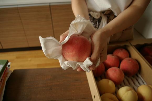 桃の季節 2011 桃豚の会は8/19_c0170194_20183122.jpg