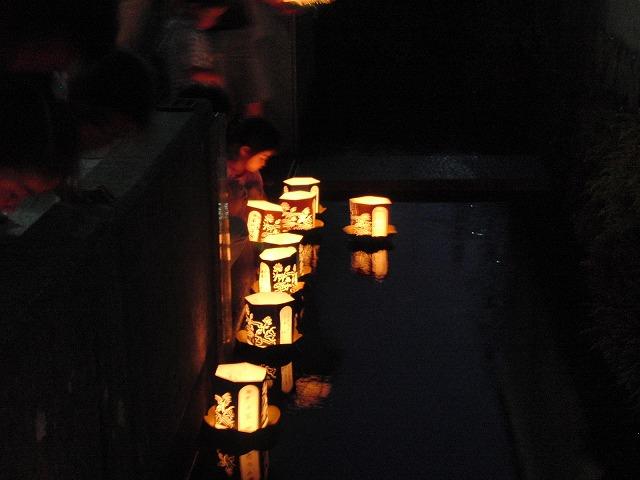 お盆の最後の「灯籠流し」_f0141310_7184624.jpg