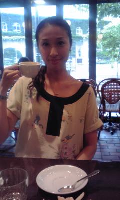 彼女は小学校からの友人ですが、現在は「サルメのお座敷レビュー」という劇団... サルメの座長 色
