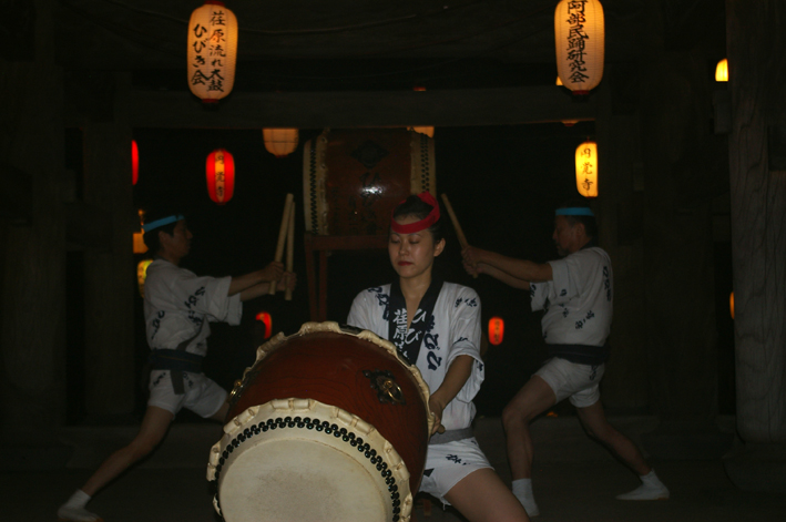 暑さ吹き飛ばす心地よい太鼓の響き:「円覚寺盆踊り大会」_c0014967_1729467.jpg