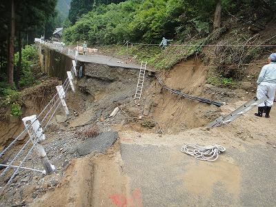 集中豪雨水害地巡回_f0019487_14222468.jpg