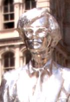 今年からニューヨークに登場したアンディ・ウォーホールさんの銀色の銅像_b0007805_12511326.jpg