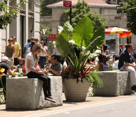 今年からニューヨークに登場したアンディ・ウォーホールさんの銀色の銅像_b0007805_12522499.jpg