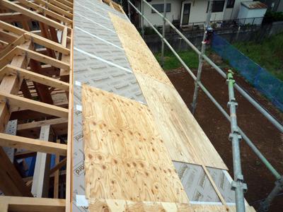 屋根断熱と野地板施工中_a0148909_1503492.jpg