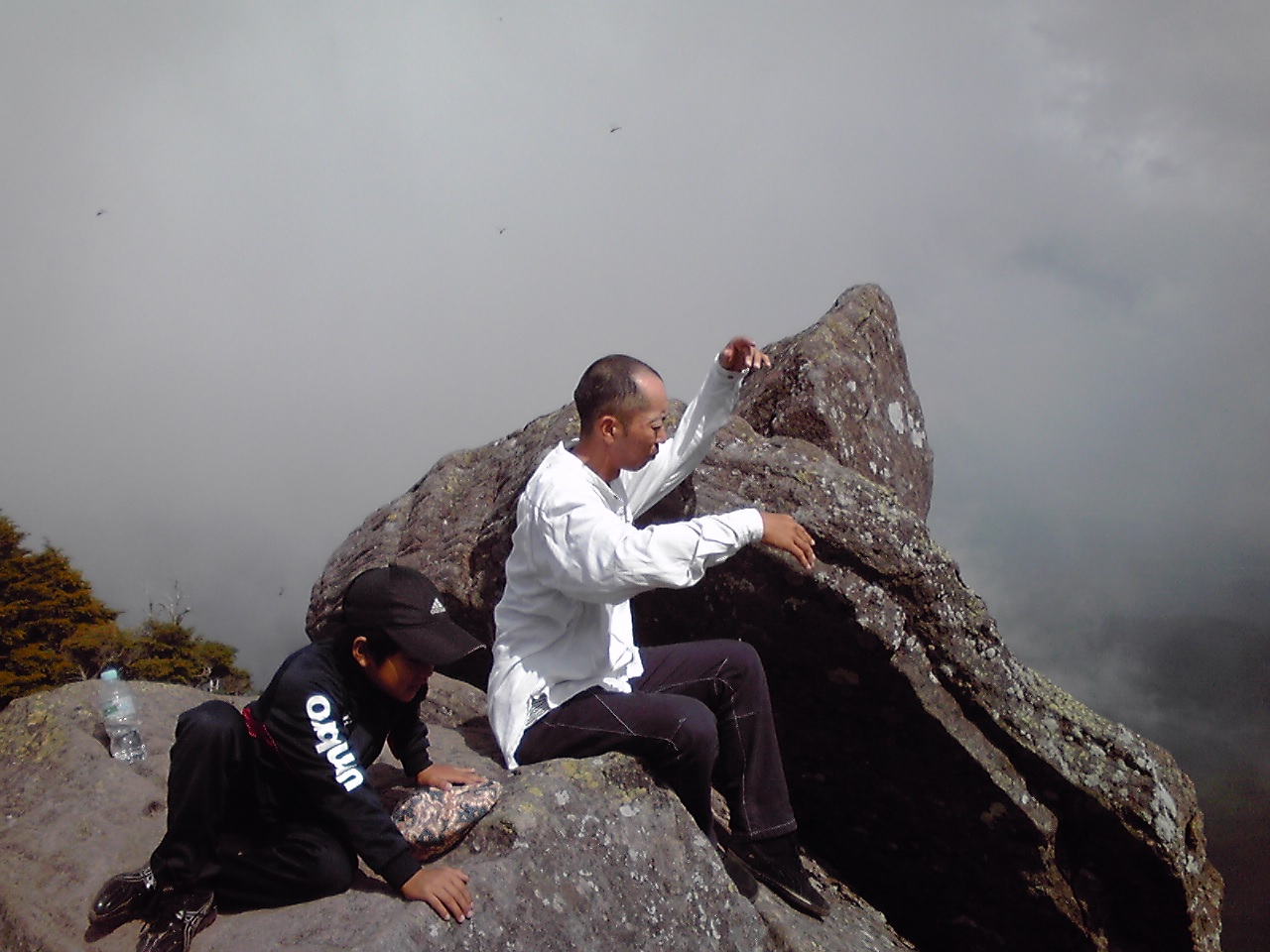 山頂の佐久間親子_e0155231_9173580.jpg