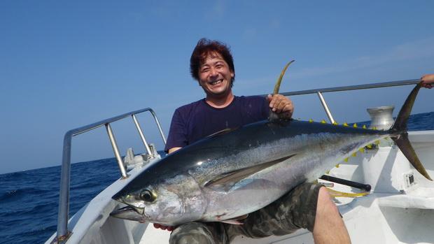 志摩沖 キハダ 50kg!!DESPERADO 【カジキ・マグロトローリング】_f0009039_9544193.jpg