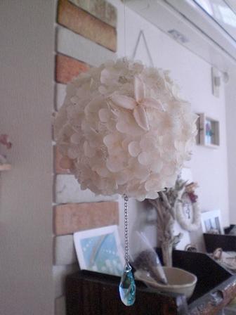 紫陽花ボールにスワロつけました☆_c0207719_18265647.jpg