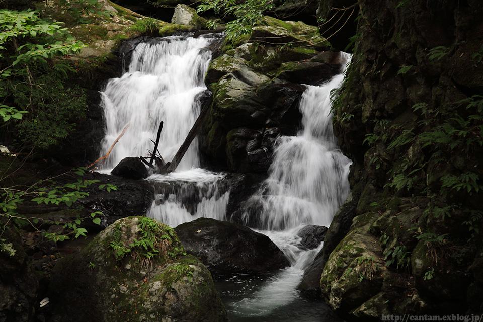 鳥取県 八頭町 小耶馬渓の滝_f0091955_1128127.jpg