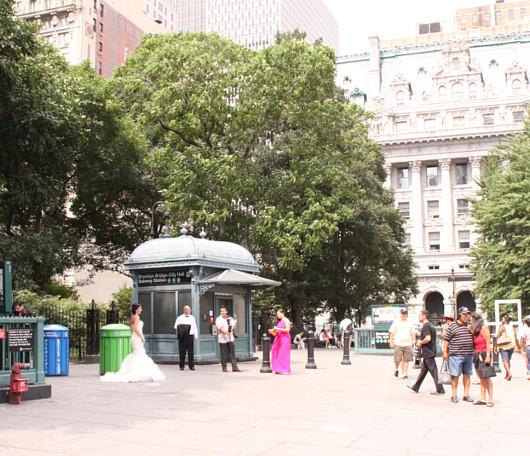 ニューヨークの街角で見かけた意外な結婚記念写真スポット_b0007805_4203761.jpg