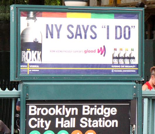 ニューヨークの街角で見かけた意外な結婚記念写真スポット_b0007805_42393.jpg