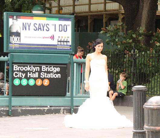 ニューヨークの街角で見かけた意外な結婚記念写真スポット_b0007805_432026.jpg