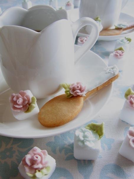 アイシングクッキーレッスン テーマ 「Tea Time」 & パイピングフラワーのお知らせ_b0125541_20511944.jpg