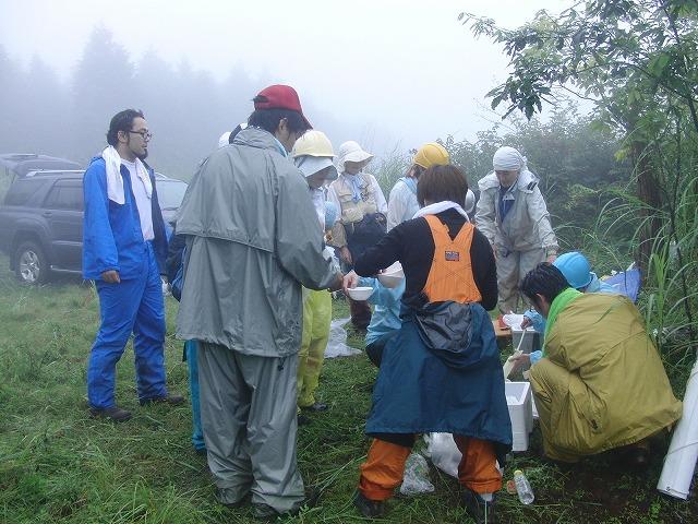 東京から多くの人が参加する富士山国有林の下草刈り_f0141310_7545422.jpg
