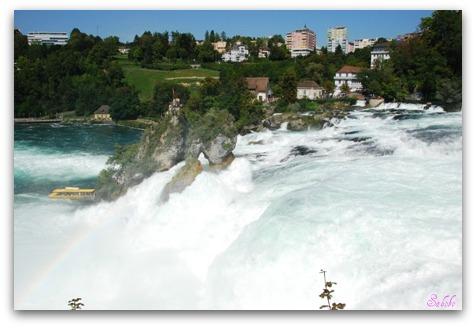 週末旅行 ラインの滝(Rheinfall)_b0168823_20101089.jpg