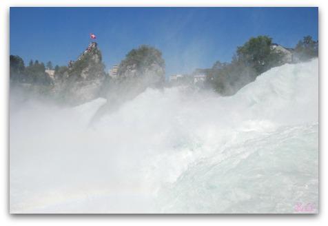週末旅行 ラインの滝(Rheinfall)_b0168823_20115337.jpg