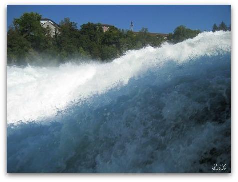 週末旅行 ラインの滝(Rheinfall)_b0168823_20121056.jpg