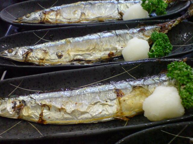 季節を先取り!秋刀魚の塩焼き。_d0182179_19524815.jpg