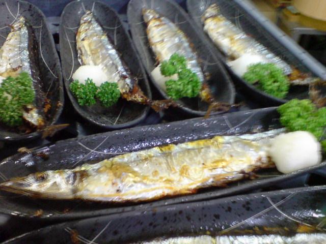季節を先取り!秋刀魚の塩焼き。_d0182179_20311318.jpg