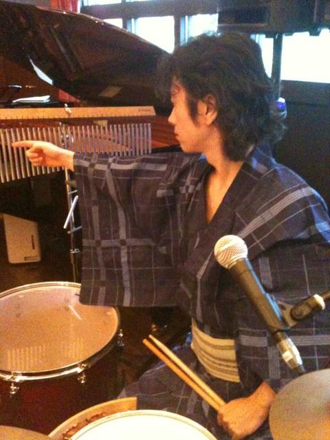 浴衣でドラム。_e0067283_126064.jpg