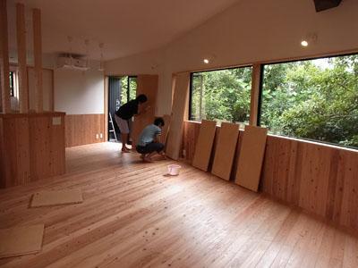 「森に浮かぶ家」塗装大会&見学会でした。_a0117794_15123995.jpg
