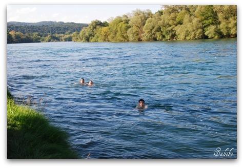 週末旅行 小さな村の教会&ライン川を泳ぐ_b0168823_21212674.jpg
