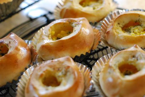 マヨネーズコーンパンは人気もの_d0091671_13303860.jpg