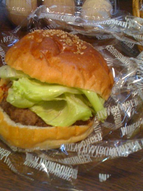 """本日のグルメバーガーは\""""ソフトハンバーガー\""""。やわらかパティとかみしめるパンが好相性♪_c0069047_16452719.jpg"""