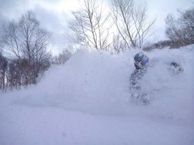【滑走レポ30 2011.3.10】 今日は3月の新雪パウダー滑り込みの日@かぐら_e0037849_8454619.jpg