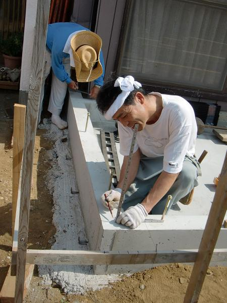 増築工事 ~ 土台、柱、桁と順次組み立て_d0165368_563130.jpg