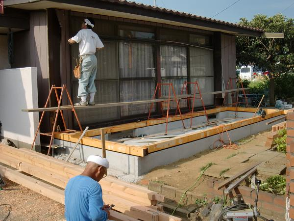 増築工事 ~ 土台、柱、桁と順次組み立て_d0165368_565145.jpg