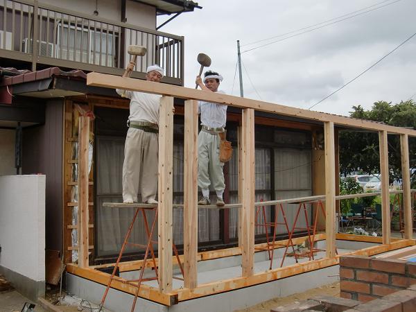 増築工事 ~ 土台、柱、桁と順次組み立て_d0165368_571978.jpg
