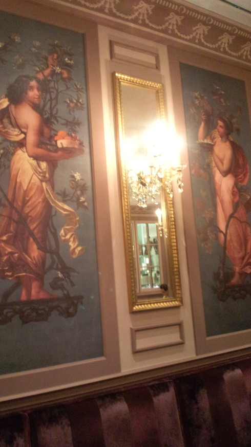 Laduree Salon de the ラデュレ・サロン・ド・テ@日本橋三越。*。。。 *。:☆.。†_a0053662_11343581.jpg