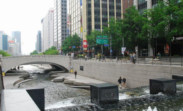 ソウル・清渓川にて_e0098241_15151666.jpg