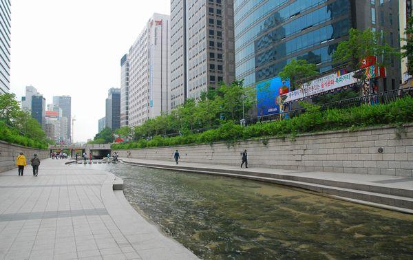 ソウル・清渓川にて_e0098241_1572030.jpg