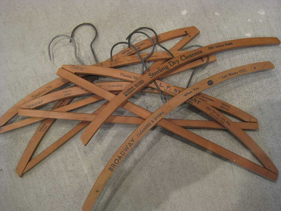 ANTIQUE WOOD HANGER_e0187362_1138152.jpg