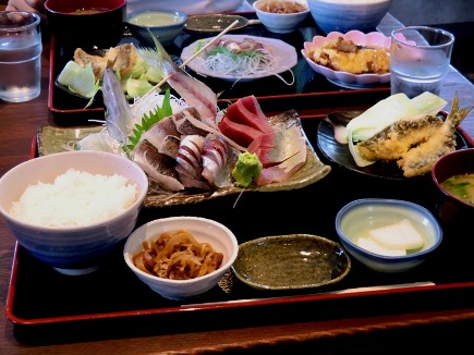 大磯港で定食を食べる _b0048834_932655.jpg